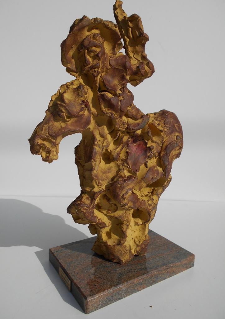 Don Kihot, skulptura sa kamenim postamentom, patinirana puna  terakota, 50 cm visoka, 2017., akademski slikar i vajar Dusan Rajsic, sertifikat, 140 eura