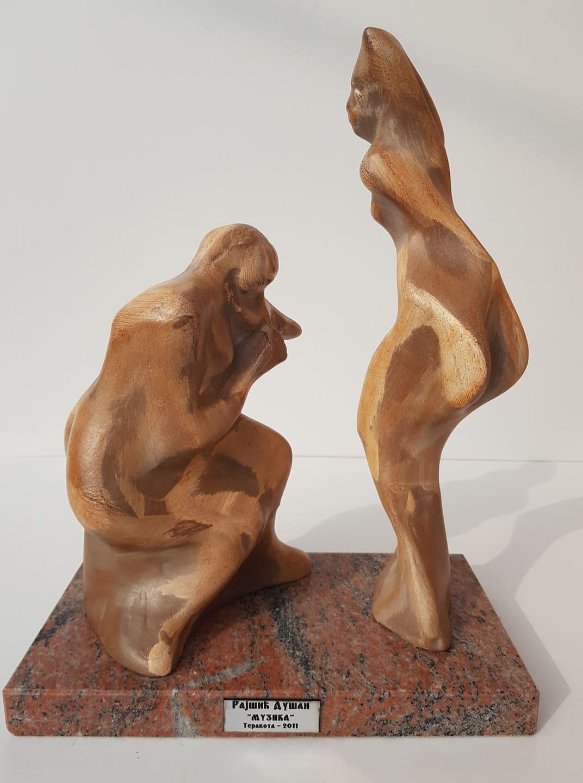 Muzika, skulptura sa kamenim postamentom, patinirana terakota, 37 cm visoka, akademski  vajar Dusan Rajsic, sertifikat,150 eura